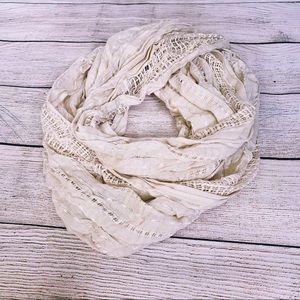 💎 3 for $25 💎 Cream circle scarf